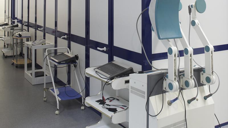 vários instrumentos de fisioterapia